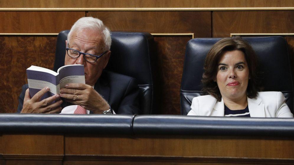 Foto: El exministro de Asuntos Exteriores José Manuel García-Margallo y la exvicepresidenta del Gobierno Soraya Sáenz de Santamaría. (EFE)