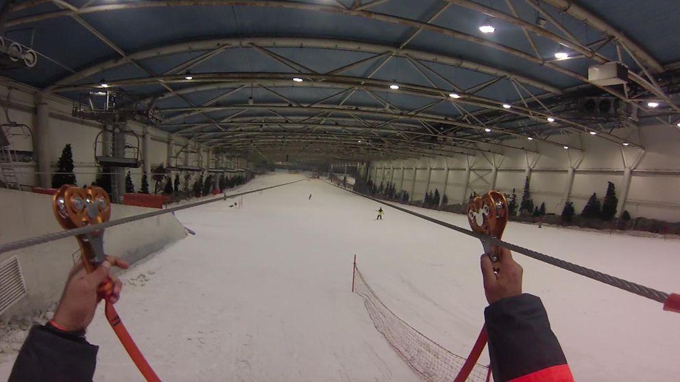 Volar sobre la nieve es posible en la tirolina más larga del mundo