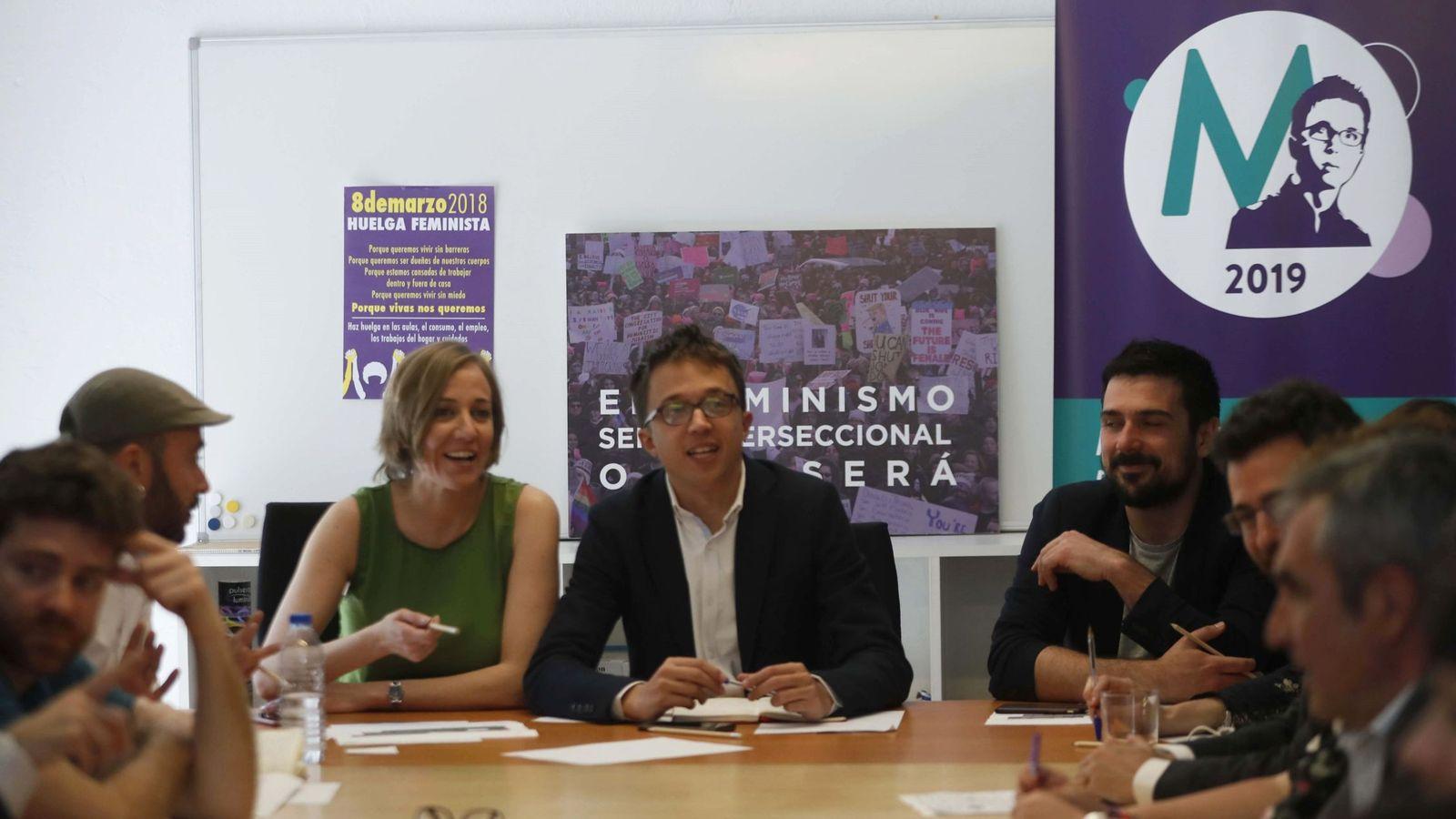 Foto: El candidato de Podemos en la Comunidad de Madrid, Íñigo Errejón, junto a Tania Sánchez, durante la primera reunión de la candidatura. (EFE)