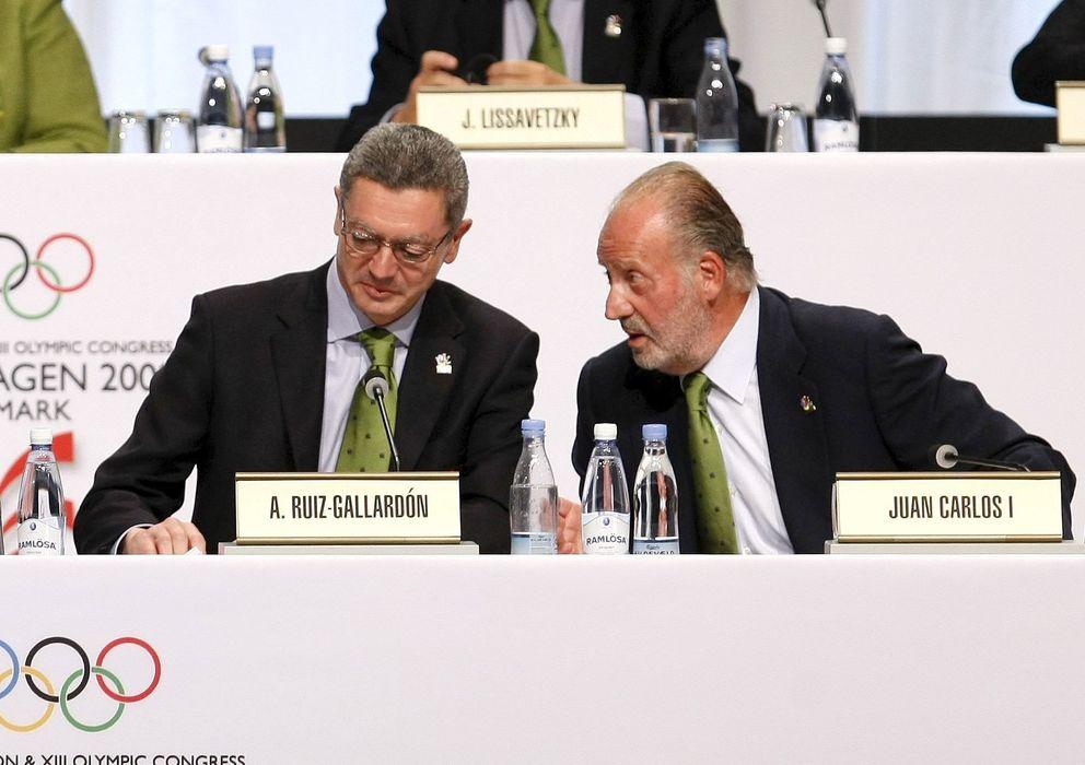Foto: Alberto Ruiz-Gallardón y el Rey Juan Carlos en la presentación de Madrid 2026 en Copenhague, en 2006.