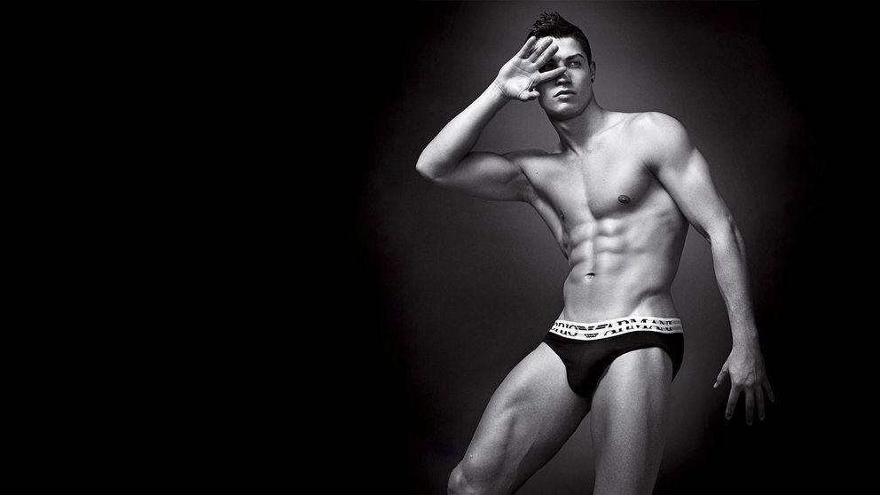 Cristiano Ronaldo presume de músculos y lo comparan con Batman
