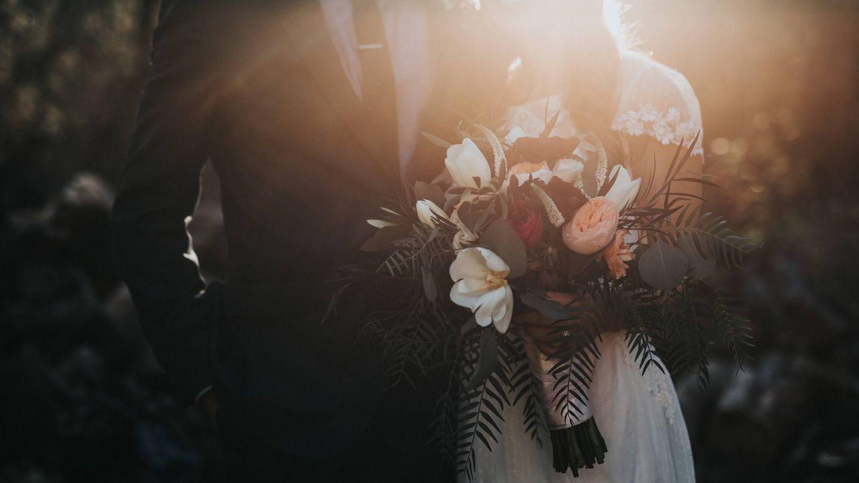 ¿Una boda sin invitados? Piénsatelo. (Unsplash)