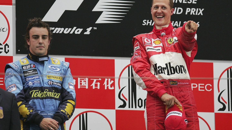 Fernando Alonso y Michael Schumacher comparten podio en 2006. (Getty)