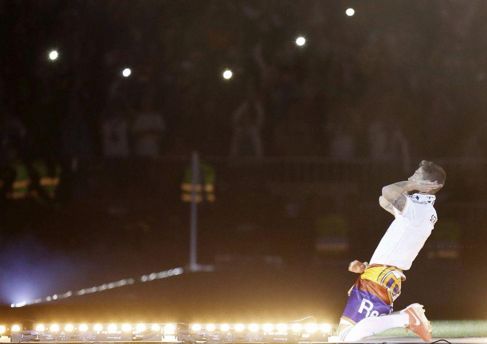 Foto: Sergio Ramos durante la celebración de la Décima en el Santiago Bernabéu.