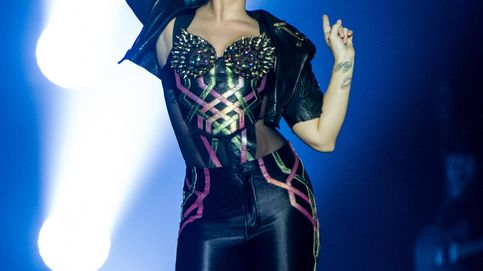 Demi Lovato sufre una aparatosa (y resbaladiza) caída durante un concierto