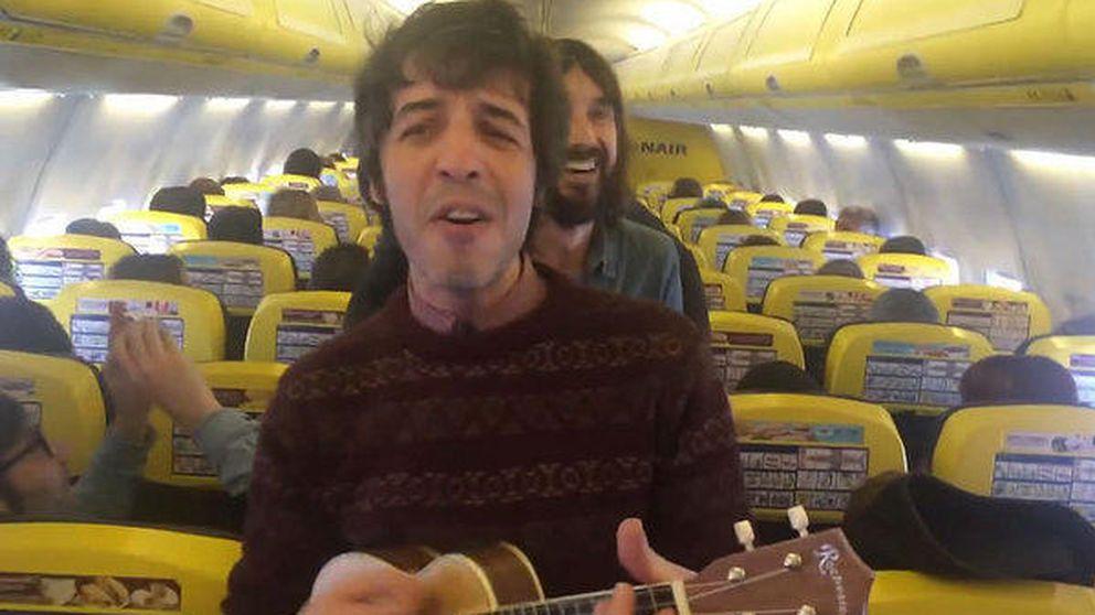 Sidonie dedica una canción a los amables azafatos de Ryanair en pleno vuelo