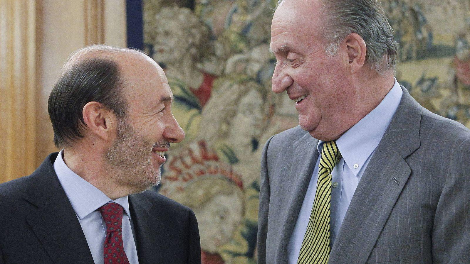 Foto: Alfredo Pérez Rubalcaba y el Rey Juan Carlos I en febrero de 2012. (EFE)
