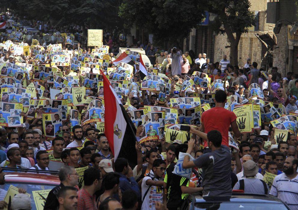 Foto: Decenas de simpatizantes del depuesto presidente egipcio Mohamed Mursi (EFE)