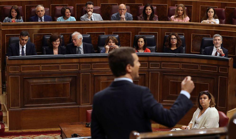 Foto: Pablo Casado habla en presencia de Pedro Sánchez en el Congreso. (EFE)