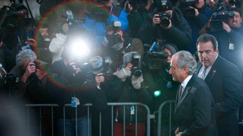 Madoff, llegando al juicio donde se declaró culpable de fraude. (Getty)