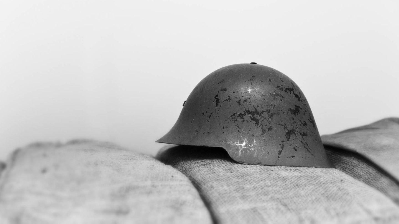 Casco militar M26 utilizado en la Guerra Civil Española (iStock)