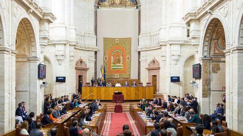 Un caos de promesas y juramentos en el Parlamento de Andalucía