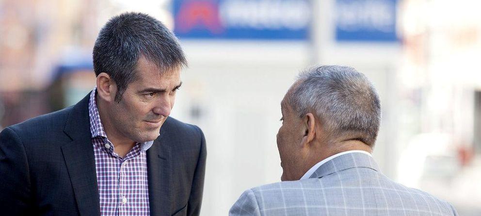 Foto: El candidato de Coalición Canaria al Gobierno autonómico Fernando Clavijo (i). (Efe)