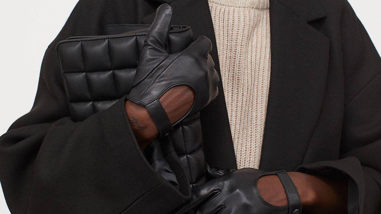 Con estos guantes de piel de HyM y unos botines tendrás un look perfecto. (Cortesía)