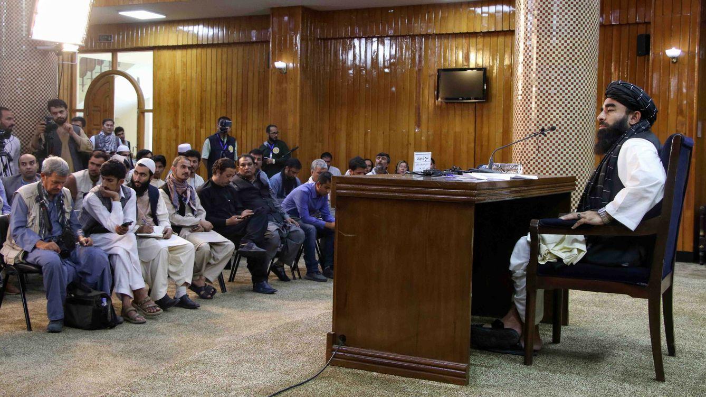 Foto: Zabihullah Mujahid, portavoz taliban, durante una rueda de prensa en Kabul. (EFE)