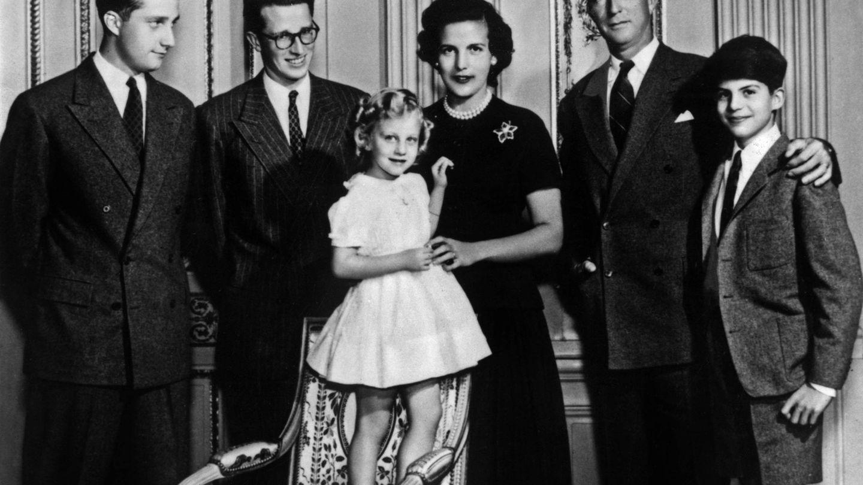 Lilian y Balduino en el centro de la foto, a su izquierda Alberto, en el centro Cristina y en la derecha Leopoldo y Alexandre. (Cordon Press)