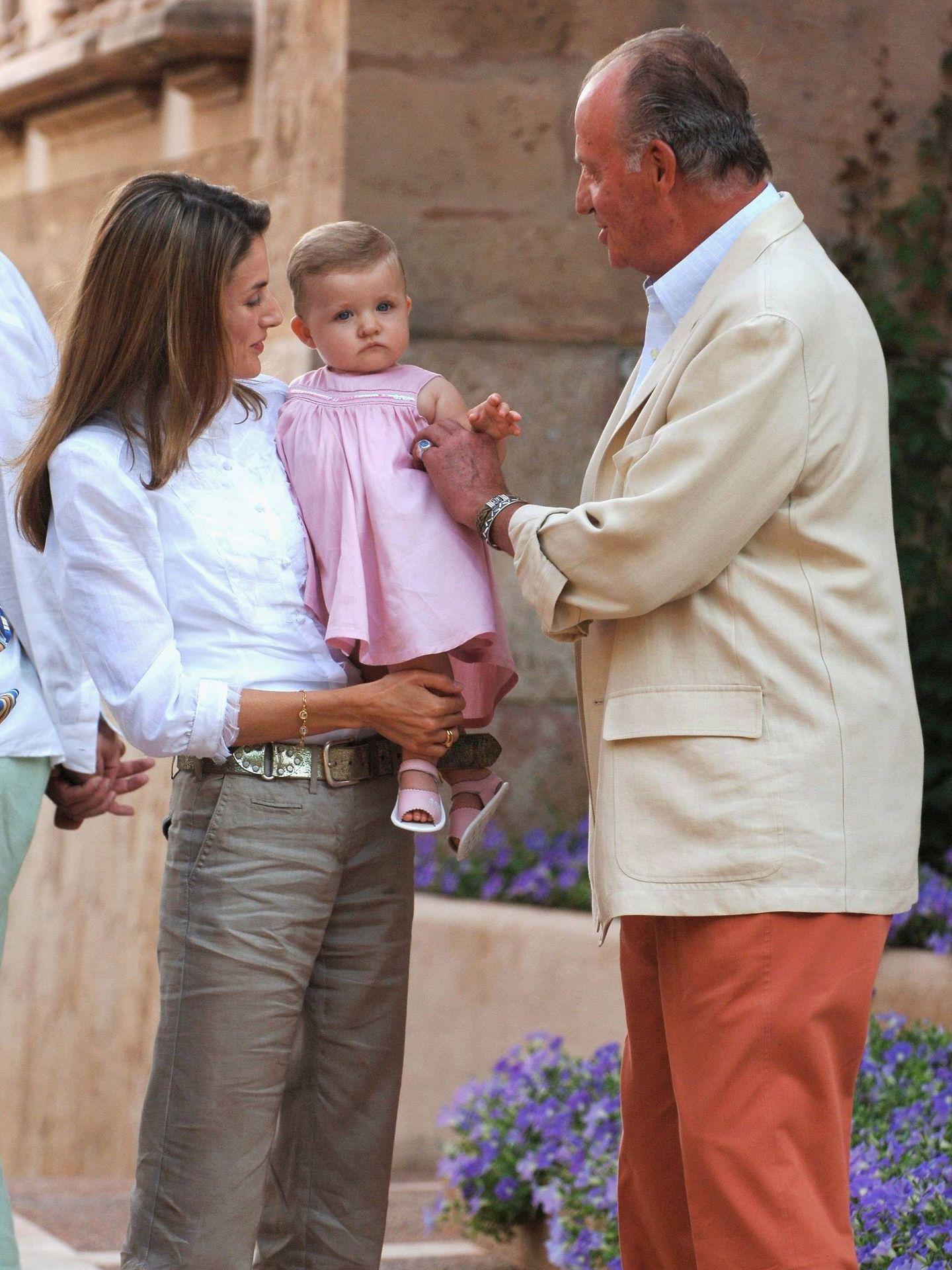 Juan Carlos, junto a Letizia y una pequeña Leonor. (Getty)