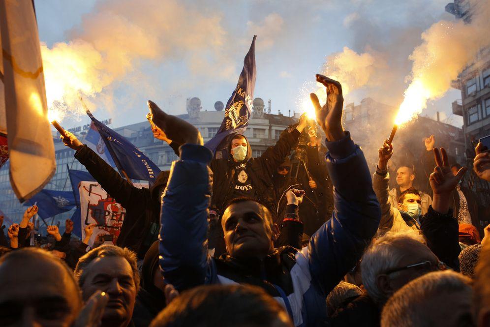 Foto: Partidarios del ultranacionalista serbio Vojislav Seselj en una protesta en Belgrado, el 24 de marzo de 2016 (Reuters)