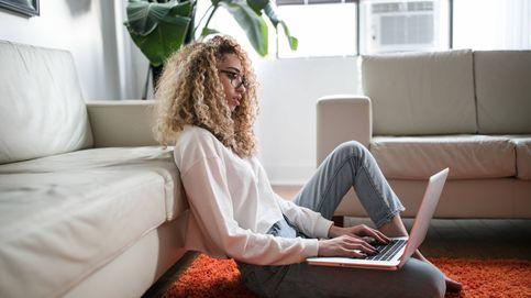 Soportes para el portátil con los que trabajar desde el sofá