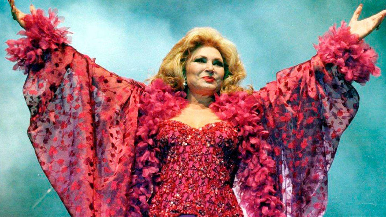 Rocío Jurado, durante una actuación. (EFE)