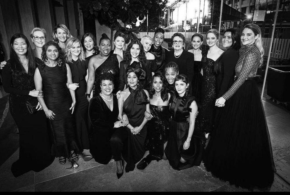 Foto: Emma Watson entre sus compañeras. (Instagram)