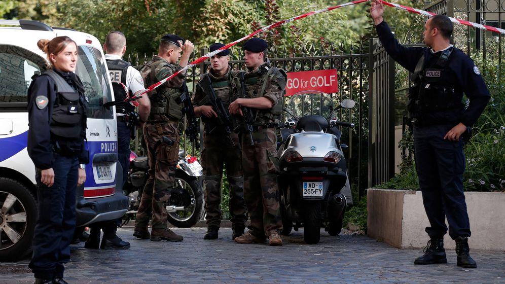 Foto: Un hombre atropella a varios militares con su vehículo en la periferia de París. (Reuters)