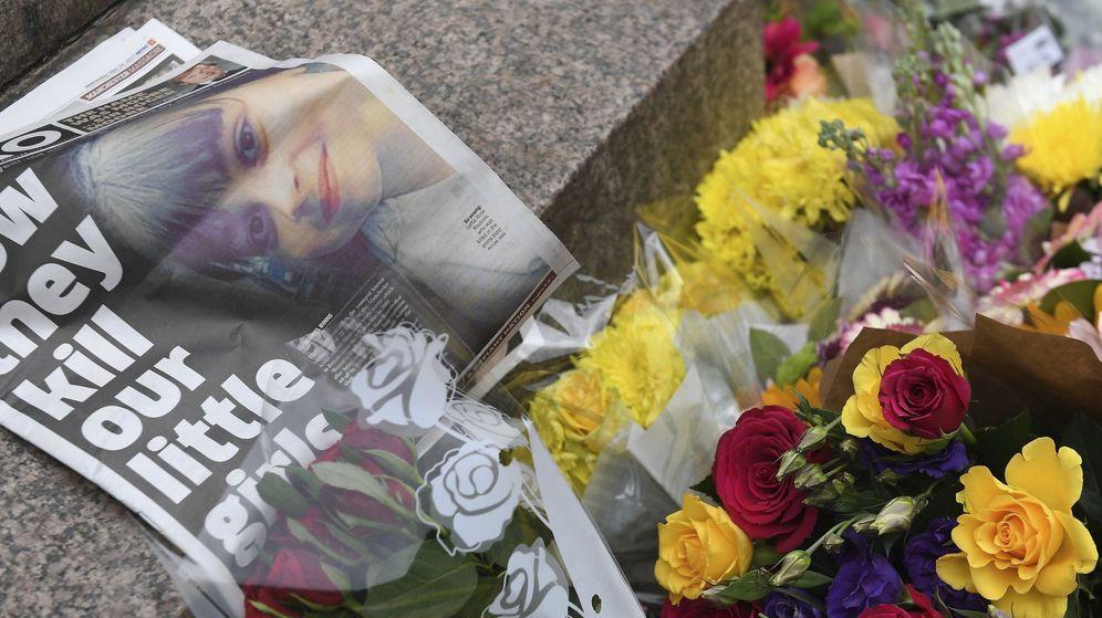 Foto: Flores colocadas en memoria de los 22 muertos, entre ellos niños, en el atentado de Mánchester. (EFE)
