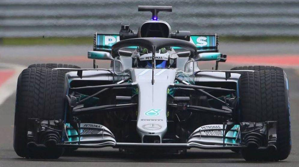 Foto: Valtteri Bottas sobre el nuevo W09 de Mercedes en el 'filming day'.
