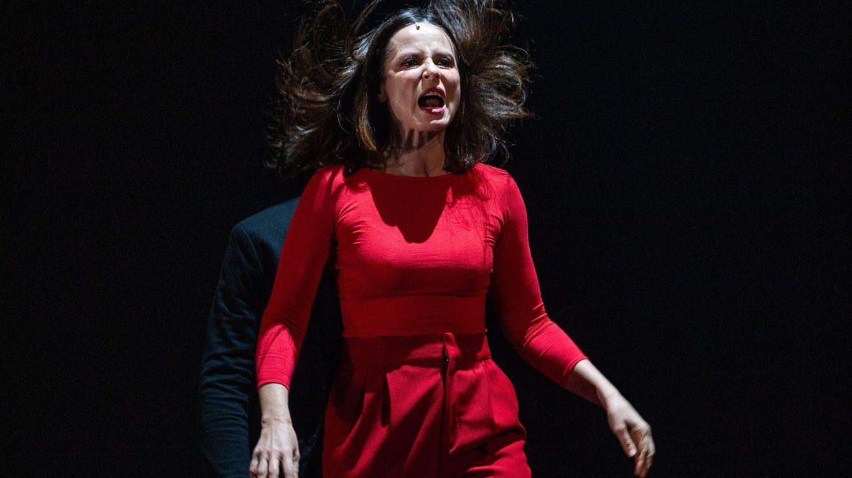 Aitana Sánchez Gijón se deja mecer al son de 'Juana' de Chevy Muraday