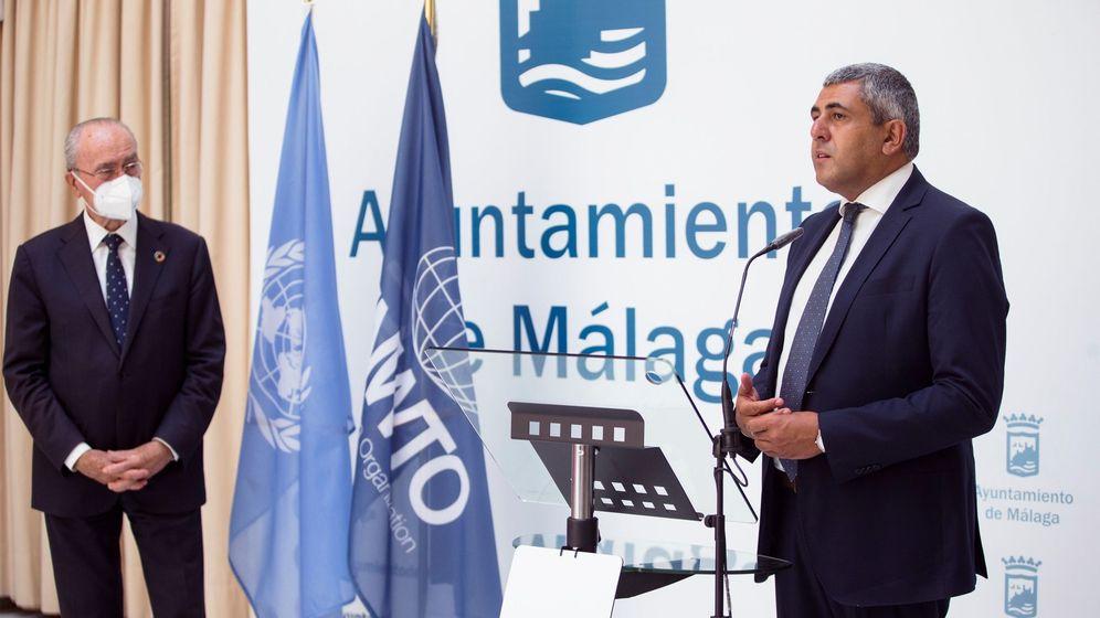 Foto: El presidente de la Organización Mundial del Turismo (OMT), Zurab Pololikashvili (d) junto al alcalde de Málaga, Francisco de la Torre, ayer en Málaga. (EFE)