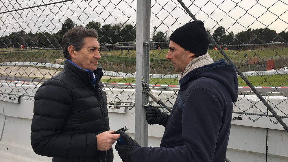 Foto: Pedro Martínez de la Rosa, junto a Javier Rubio, a pie de pista en Montmeló. (Javier Rubio)