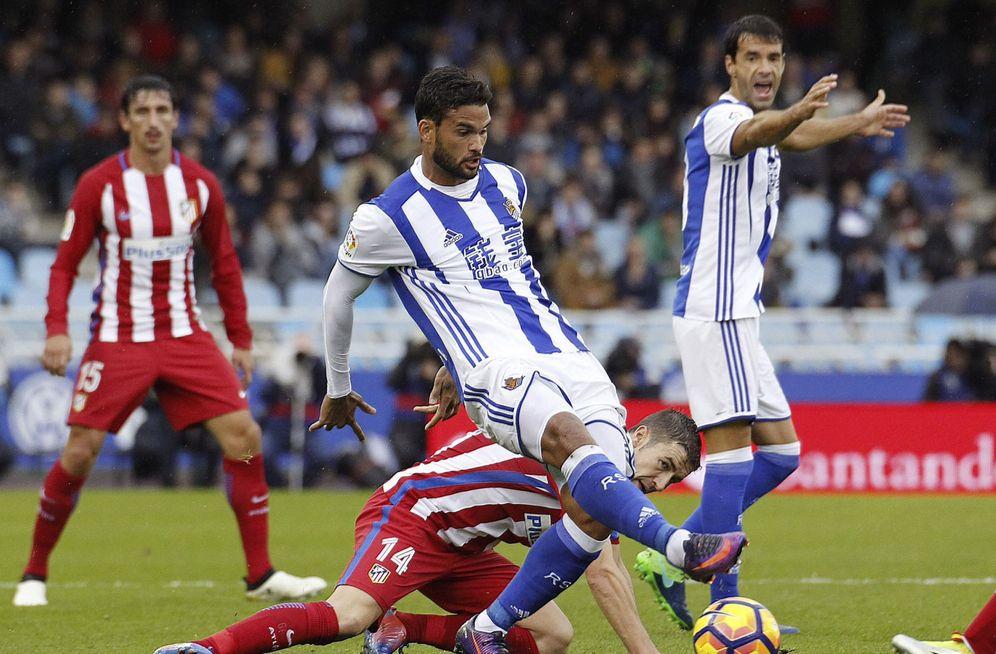 Foto: Imagen del partido Real Sociedad-Atlético de Madrid de la primera vuelta (EFE)