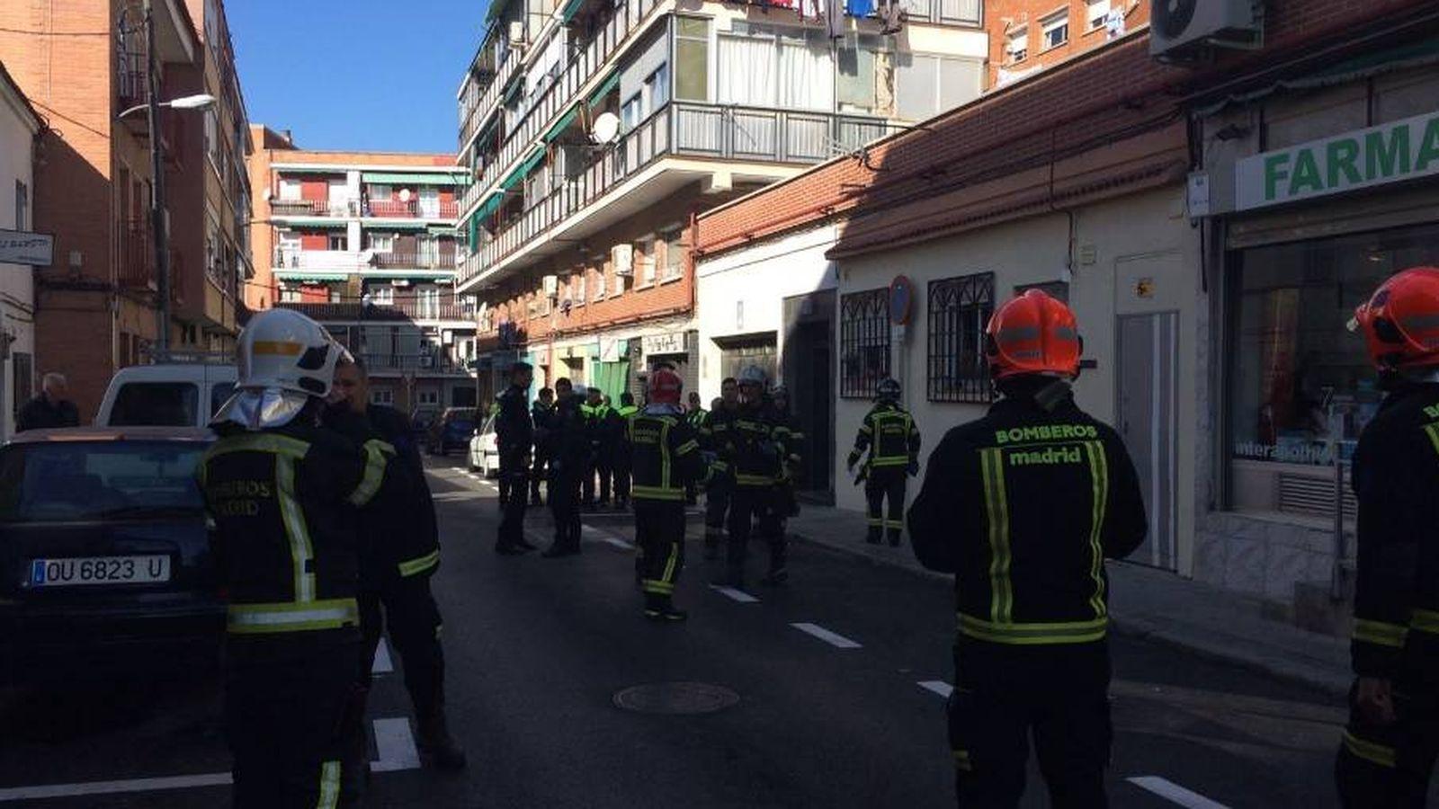 Foto: Fotografía de los bomberos en el lugar en el que se ha producido la explosión (Infoemergencias Madrid)