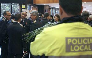 Los policías locales envejecen y los ayuntamientos no toman medidas