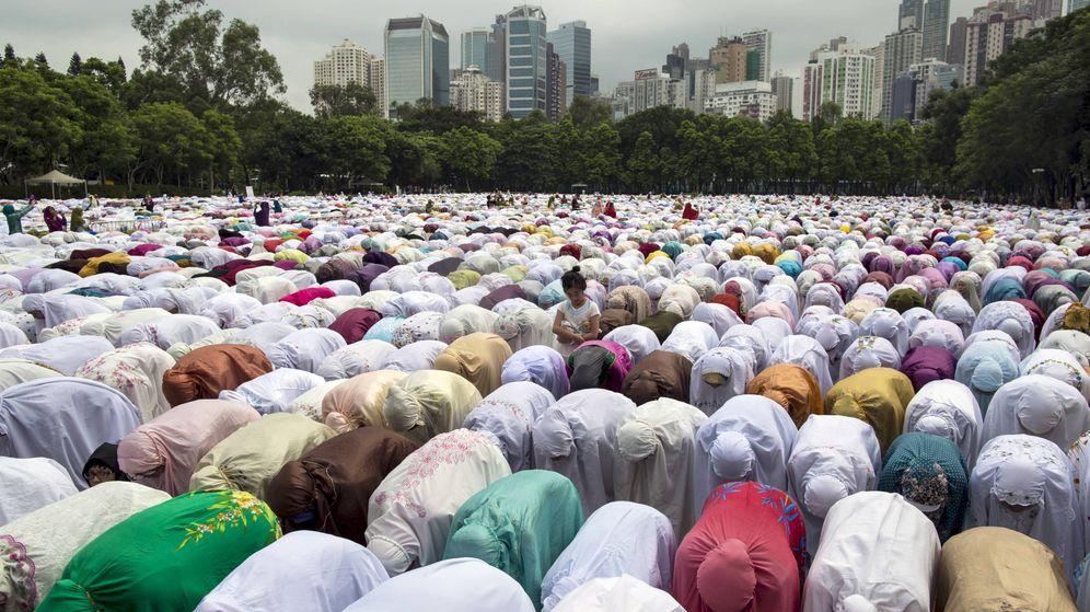 Foto: Musulmanas rezando durante el ramadán en Victoria Park, Hong Kong. (Reuters)