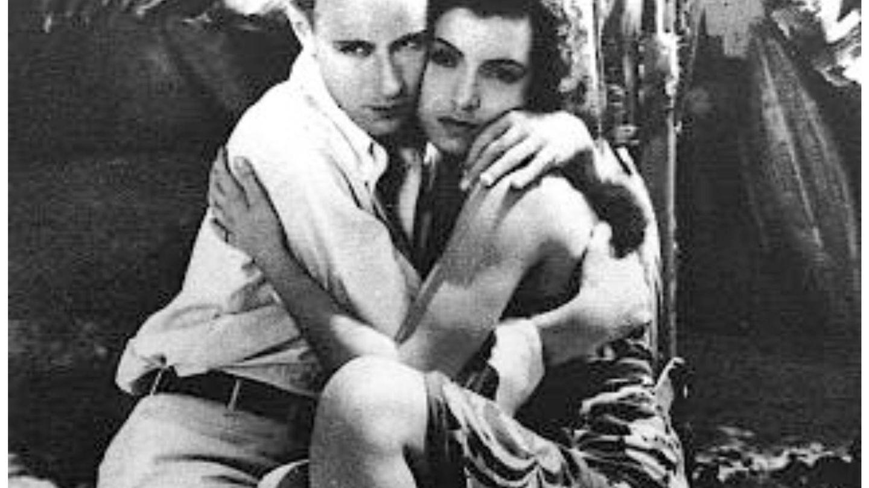 Conchita Montenegro y Leslie Howard, en otro fotograma de 'Prohibido'. (Metro-Goldwyn-Mayer)