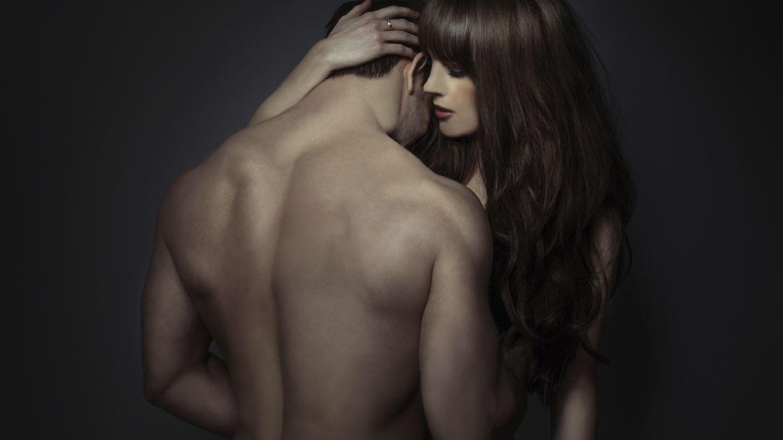 Foto: Según la situación, una caricia puede expresar amor, cariño o ser entendida como una agresión. (iStock)