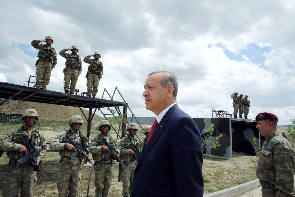 Foto: El Presidente Recep Tayyip Erdogan durante una visita al cuartel de las Fuerzas Especiales turcas en Ankara, el 3 de mayo de 2016 (Reuters)