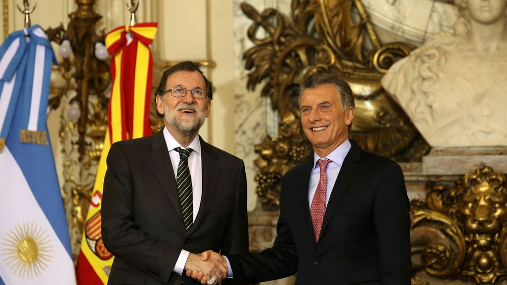 Foto: El presidente del Gobierno de España, Mariano Rajoy (i), posa junto al presidente argentino, Mauricio Macri (d), en la Casa Rosada en Buenos Aires. (Reuters)