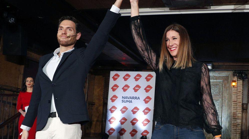 Foto: El cabeza de la lista al Congreso por la plataforma Navarra Suma (NA+), Sergio Sayas, y la candidata al Senado, Ruth Goñi. (EFE)