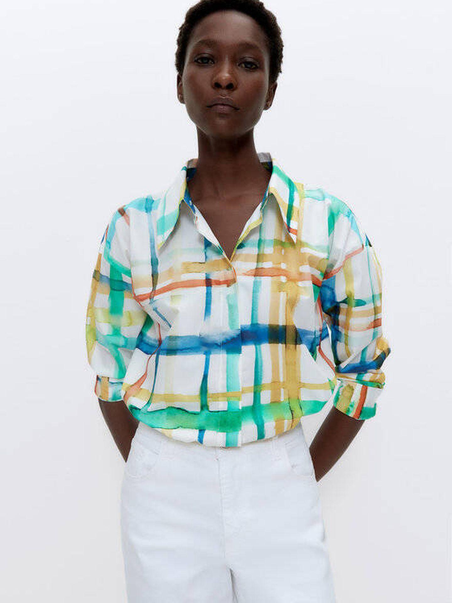 Camisa colorida de Uterqüe. (Cortesía)
