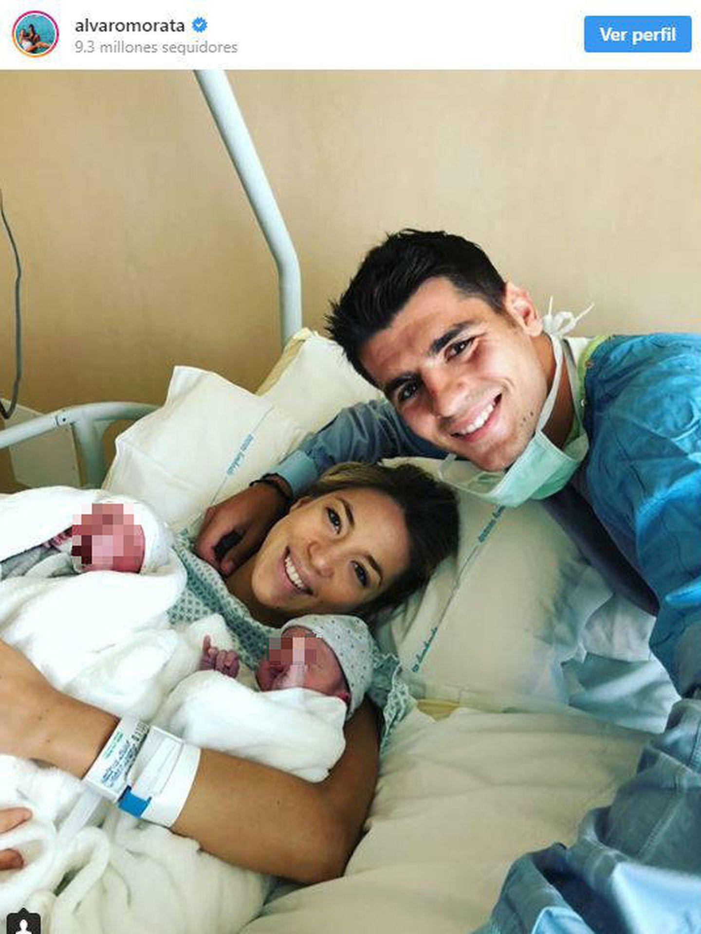 Morata y su chica con los gemelos. (Instagram)