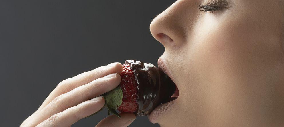 Cinco maneras saludables de comer chocolate (sin añadir calorías innecesarias)