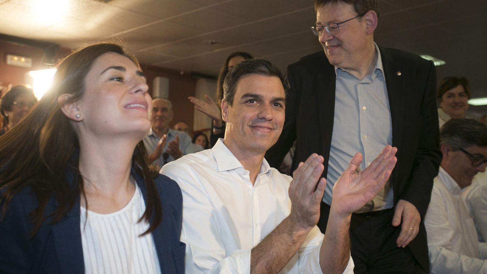 Foto: Carmen Montón, Pedro Sánchez y Ximo Puig, en un acto en 2015. (EFE)