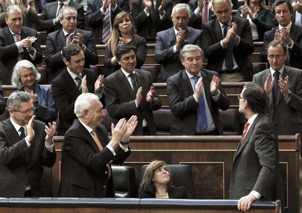 Foto: Alberto Ruiz-Gallardón (2i) y José Manuel García Margallo (3i), aplauden la intervención de Mariano Rajoy. (EFE)