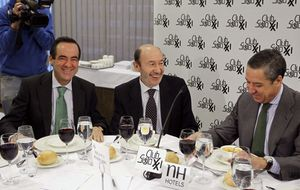 Un ex PP revienta el reencuentro político entre Zaplana y Rubalcaba