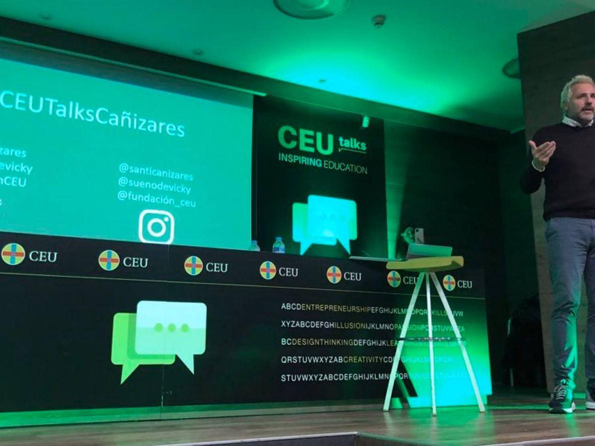 Foto: Santi Cañizares durante la conferencia en el CEU. (@FundaciónCEU)