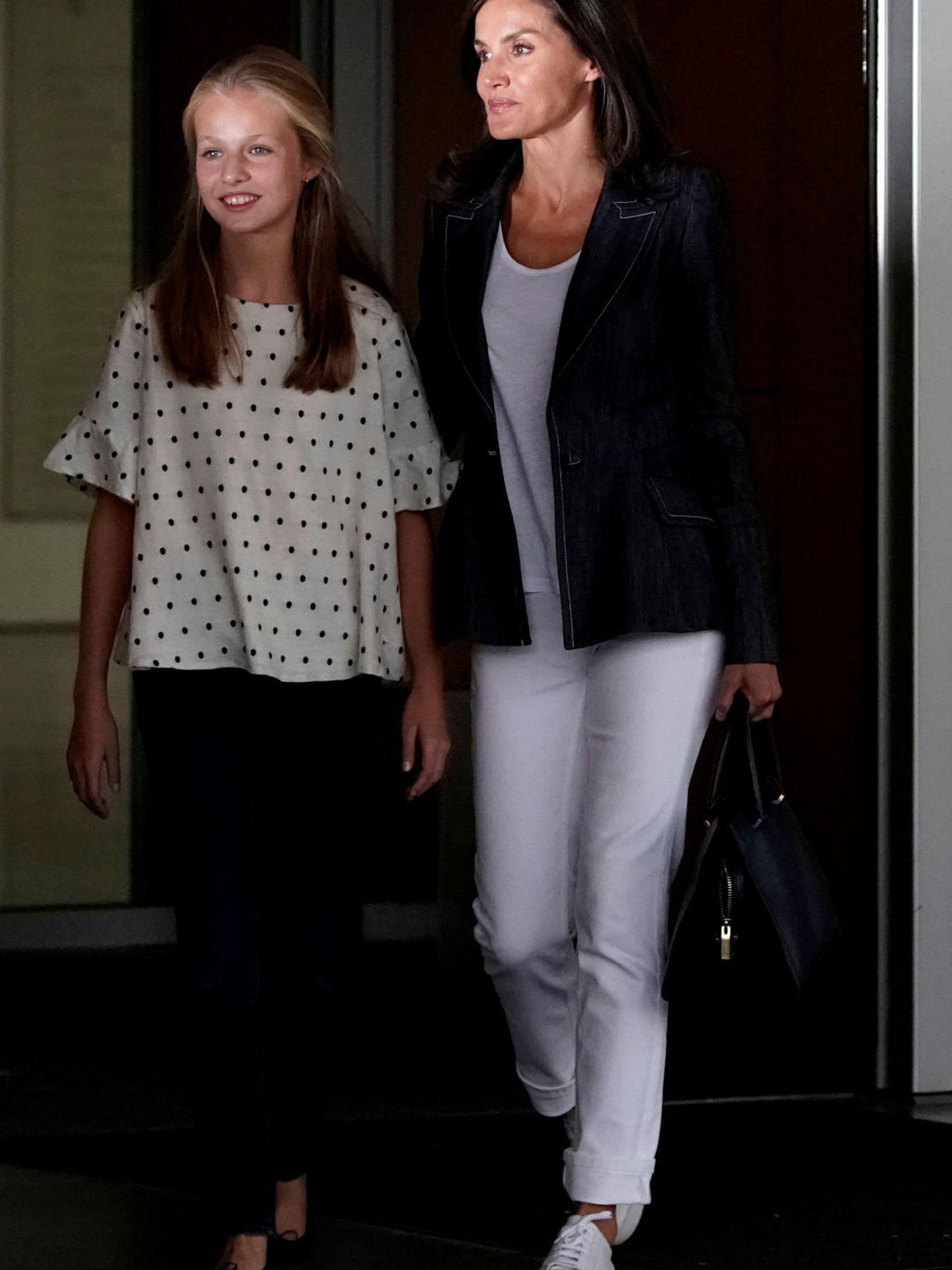 Leonor y Letizia, a las puertas de Quirón.  (Reuters)