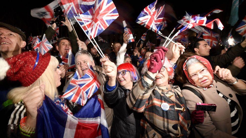 Foto: Londinenses celebran el Brexit. (EFE)