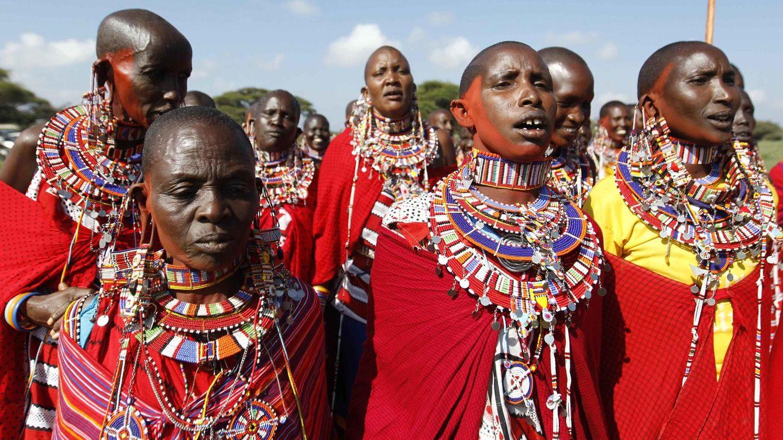 Foto: Un grupo de mujeres massai vestidas con sur ropas tradicionales. (Reuters/Thomas Mukoya)